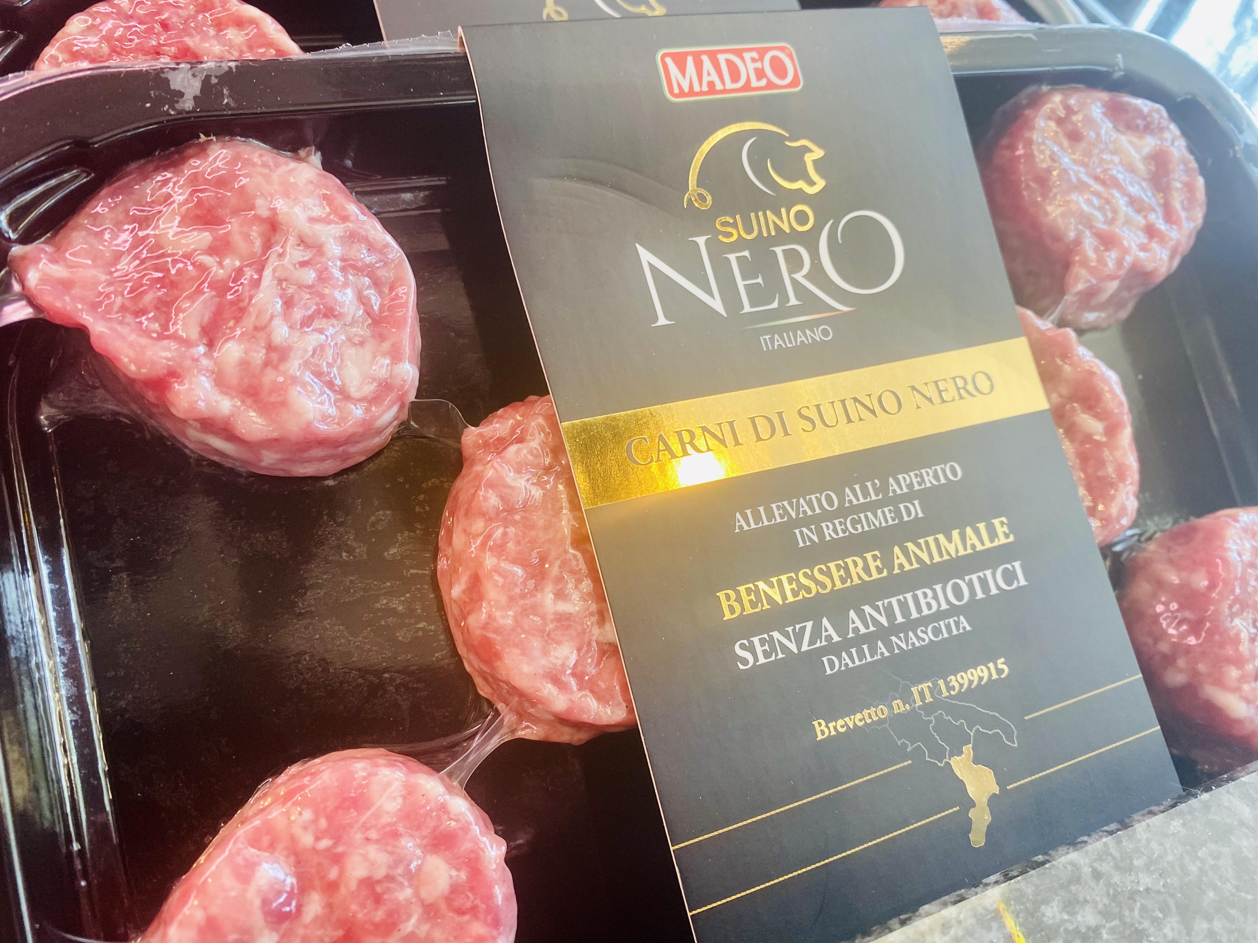 Arrivages de porc noir de Calabria élevage en pleine air et sans antibiotiques